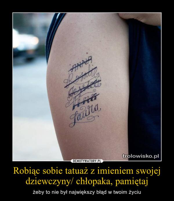 Robiąc Sobie Tatuaż Z Imieniem Swojej Dziewczyny Chłopaka