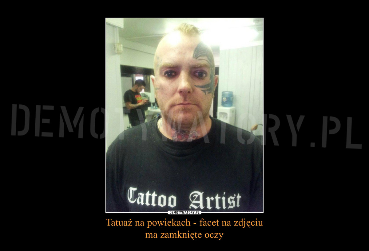 Tatuaż Na Powiekach Facet Na Zdjęciu Ma Zamknięte Oczy