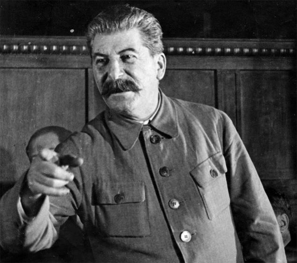 Локомотивом, прикол картинка сталин